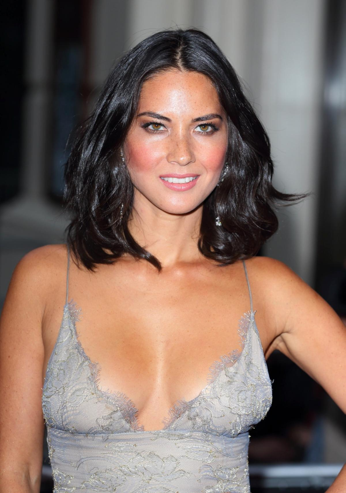 apparently aaron rodgers family doesn t trust olivia munn talk